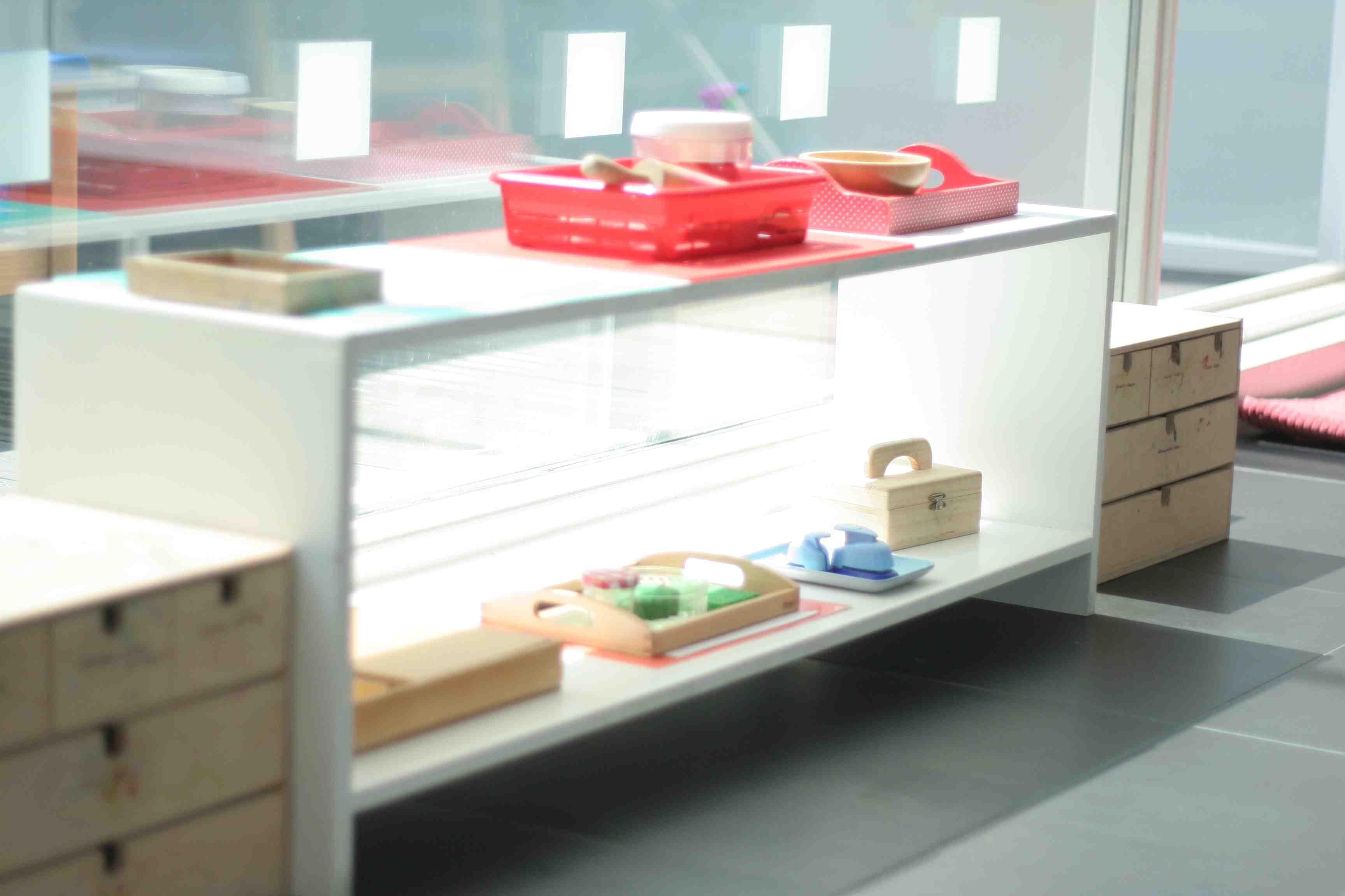 A Tour of a Montessori Toddler Classroom in Amsterdam - Trillium ...